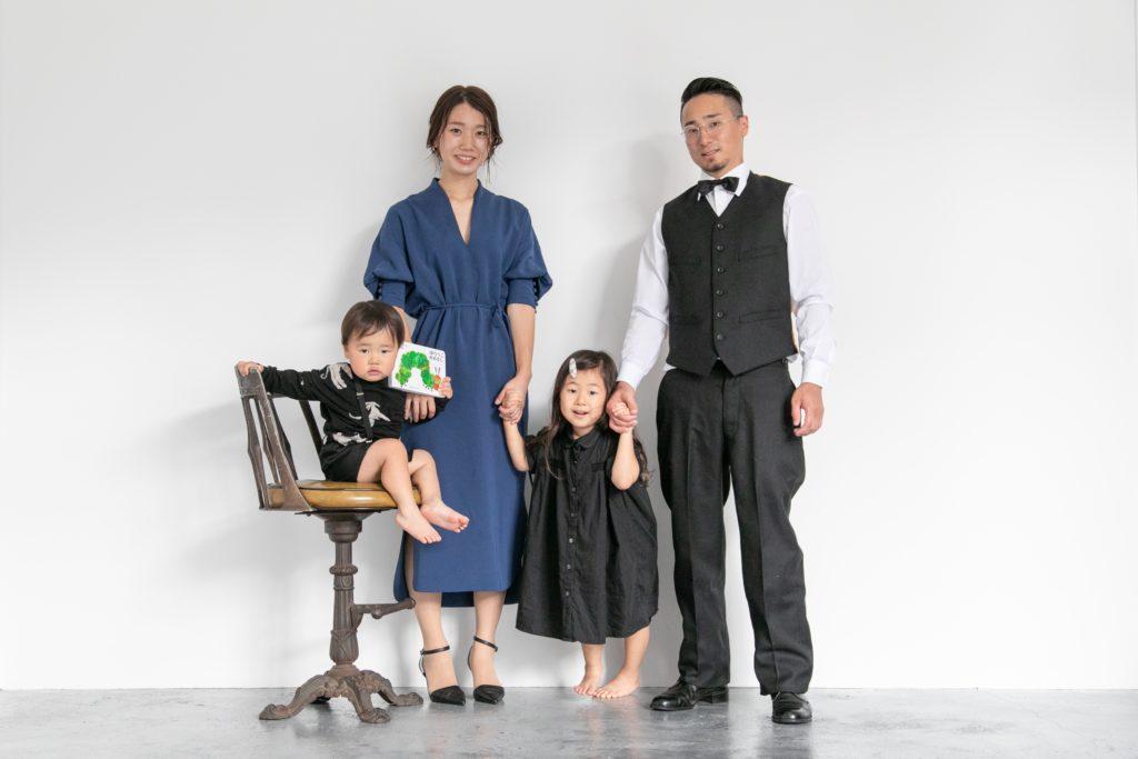 キメ顔で家族写真