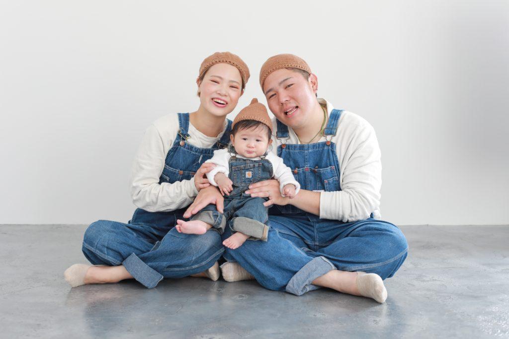 どんぐり帽子で家族写真