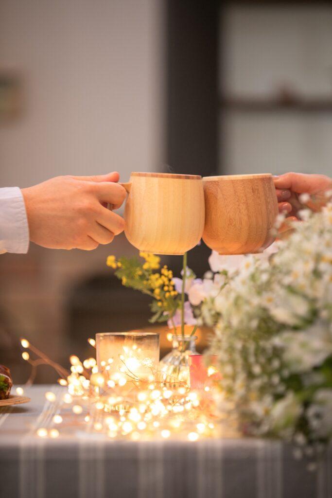 前撮りランチ 木製のカップで乾杯
