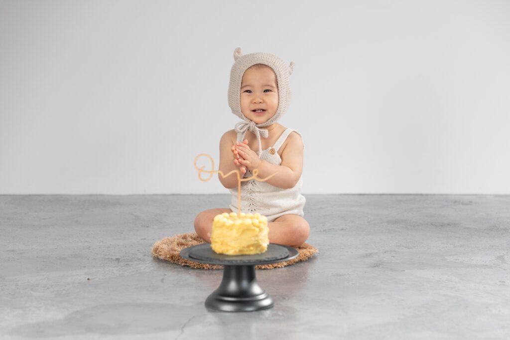 1歳バースデーボーイとスマッシュケーキ