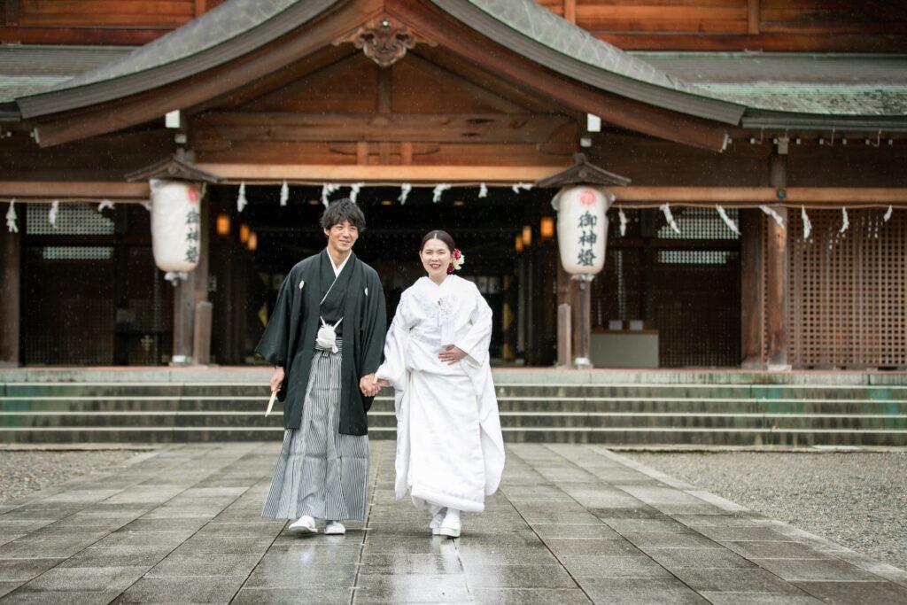 神社で結婚式撮影