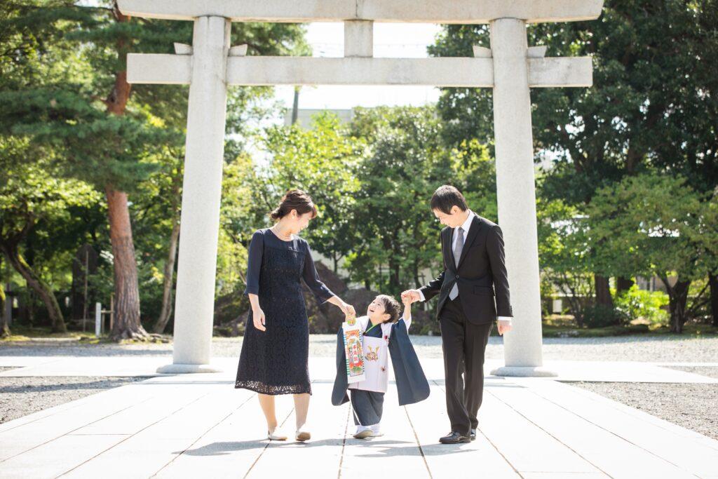 護国神社で七五三ロケーション撮影